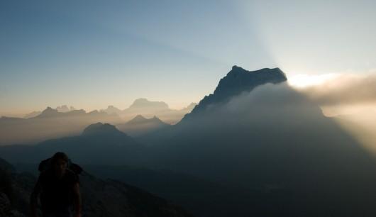 Monte Pelmo bei Sonnenaufgang (von Monte Civetta aus)