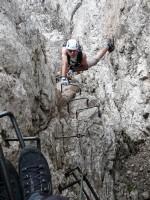 Berni beim Aufstieg über den Degli Alleghesi Klettersteig